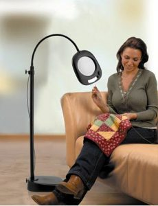 daylight lamp with magnifier